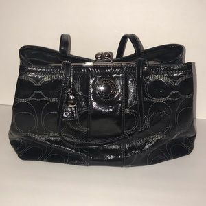 COACH KISS LOCK SATCH BAG/BLACK PATENT LEATHER